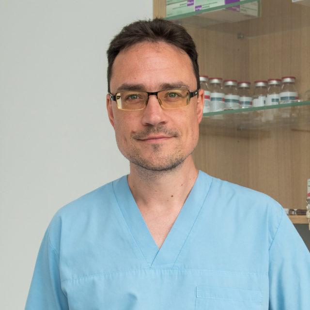 д-р Тома Томов